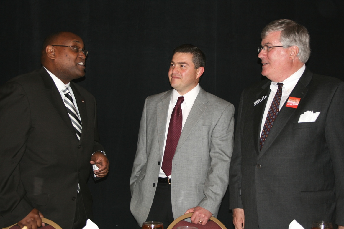 (from left) Ken Chandler, Portsmouth City Manager; Gaelo de la Fuente, President of Farm Fresh; and Jack Hornbeck, President & CEO of the Hampton Roads Chamber of Commerce
