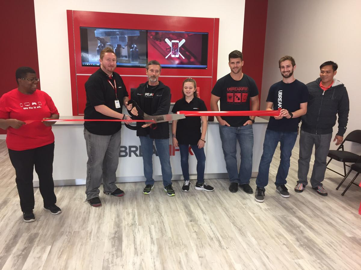 UBreakiFix Celebrates Ribbon Cutting